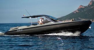 Custom-made fenders for super yacht tender Rebel 47
